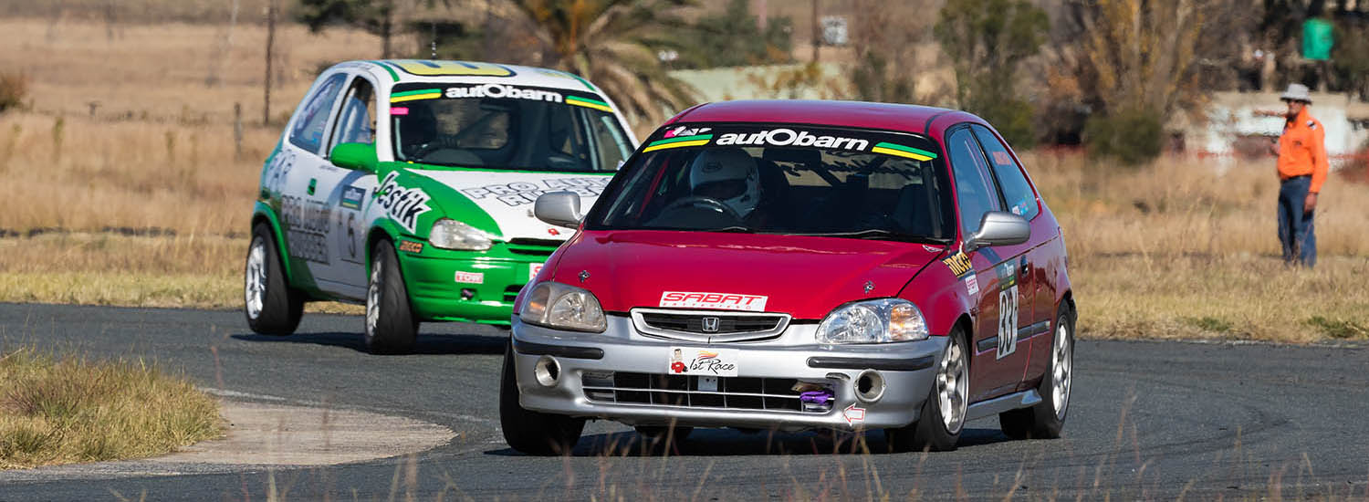 Close racing at Midvaal for autObarn SuperHatch
