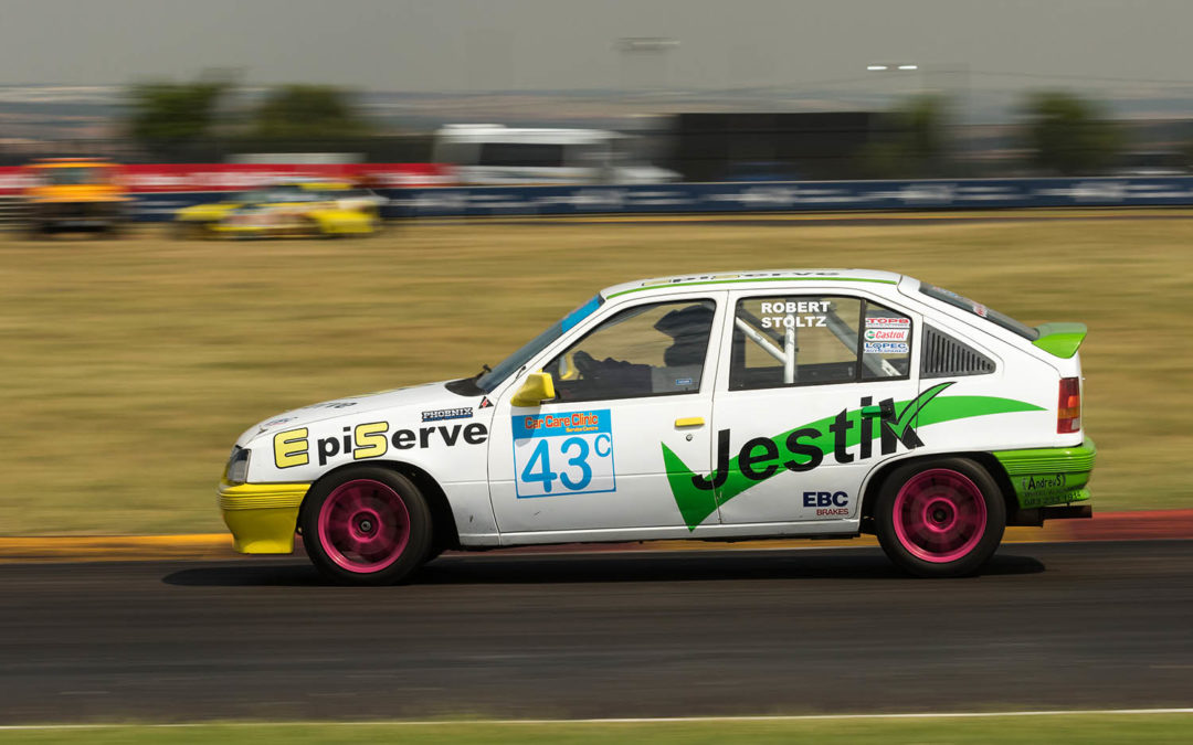 Du Toit and Garland thrill Zwartkops crowd